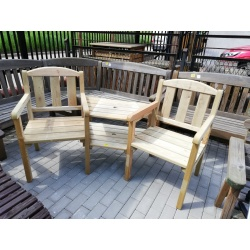 Dwa fotele ze stolikiem
